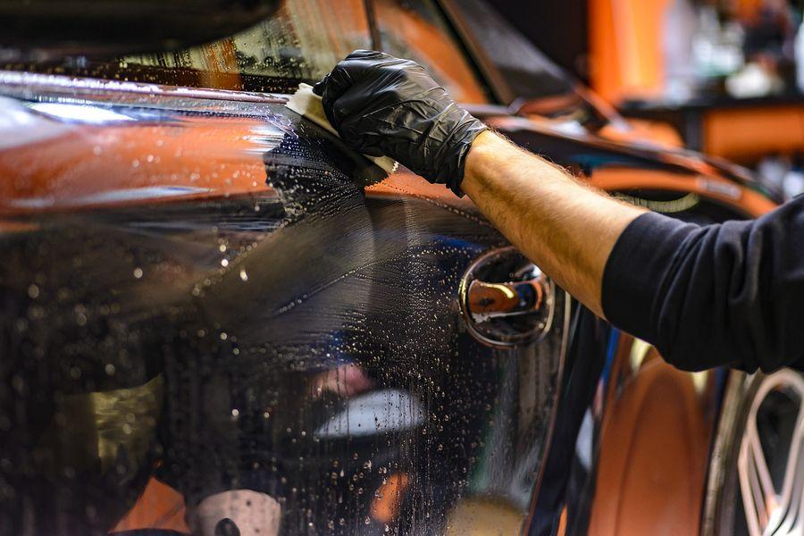 Jak odnowić lakier samochodowy